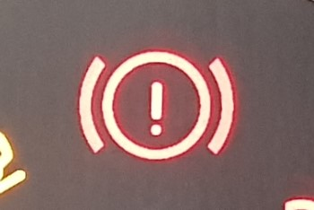 Warning light that looks like an exclamation mark inside a circle, with curves on either side.